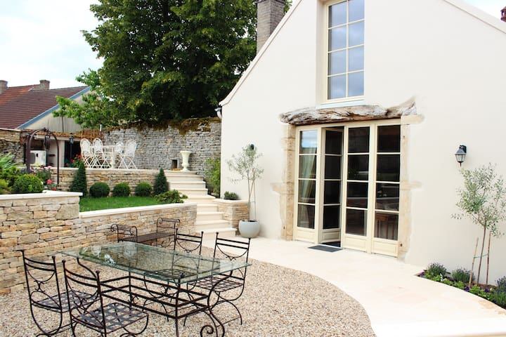 Luxury house with pool - five minutes from Beaune