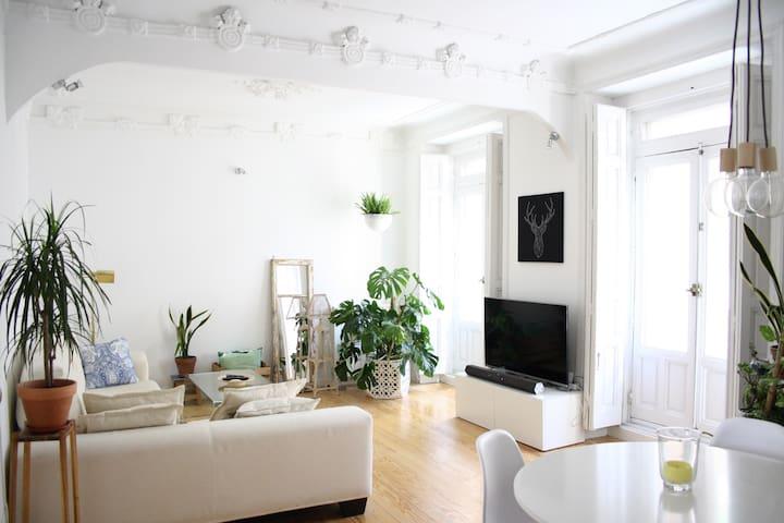 Room with private bathroom in Gran Via-Chueca - Madrid - Apartamento
