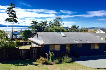 The Byrd Cottage on Whidbey: Amazing Views - Coupeville