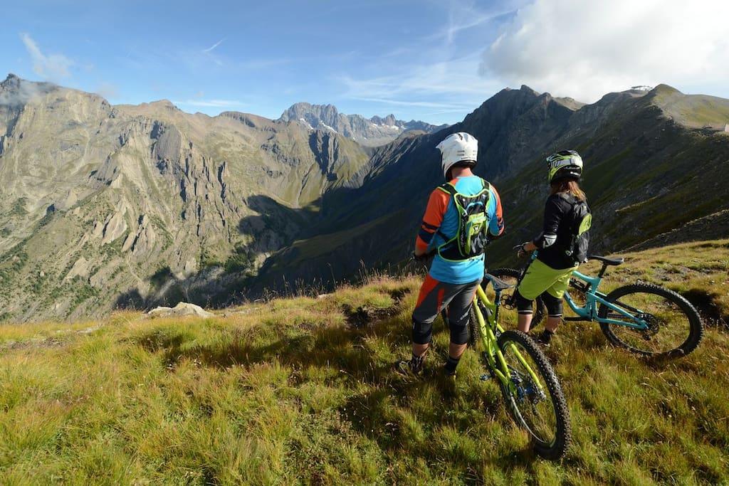 Bikers in Portes du Soleil