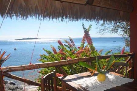 Villa Mantabe : Détente les pieds dans l'eau