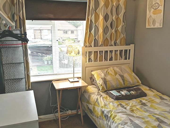 Cosy s/room j11/ M4 smart tv internet wifi netflix