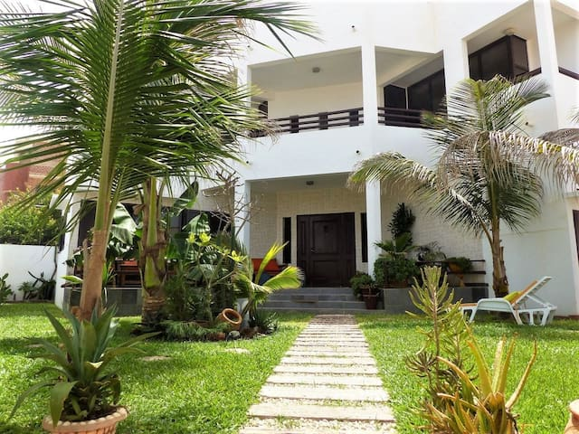 Villa de charme à Dakar vue mer Yoff Djily Mbaye