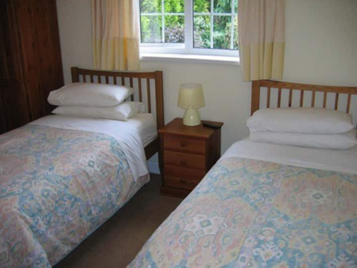 Elm Cottage B&B twin room 1 near NEC, BHX Airport.