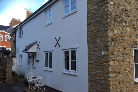 Large stone cottage with Parking - Sherborne