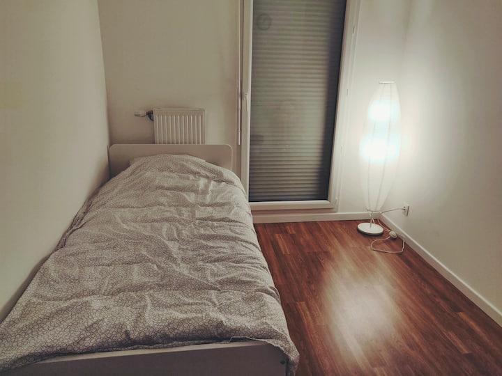 Private room, 25mins direct metro to Paris center