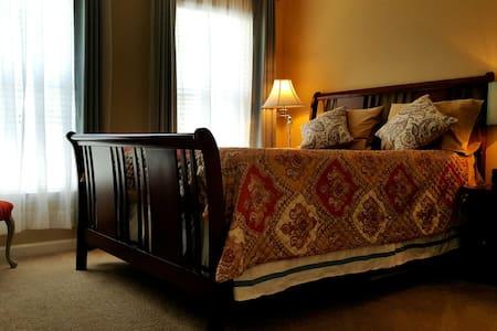 Private Room..Location Location! - Charlotte