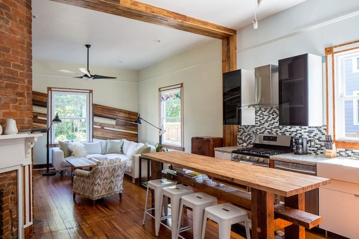 Blue Bungalow | Renovated 1890`s Farmhouse, close to UVA and Downtown.