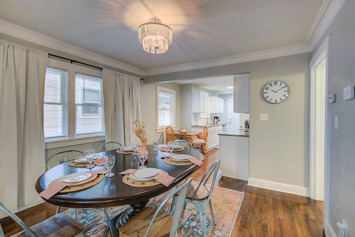 Luxury Brookside Bungalow with the pefect location