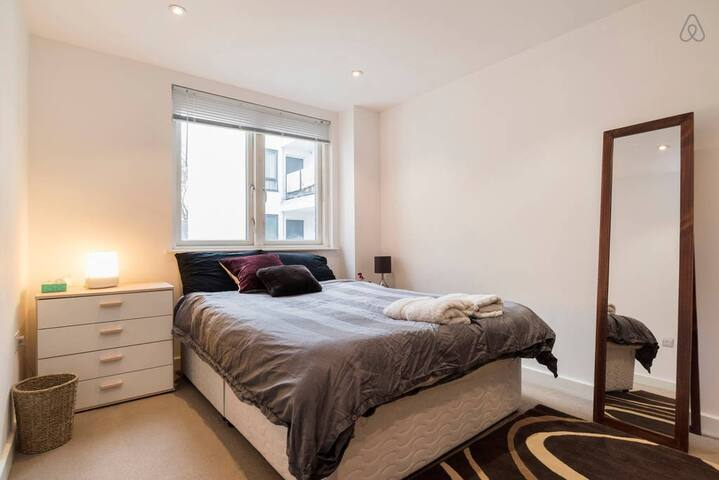 Zone 1 flat in Shoreditch with great reviews