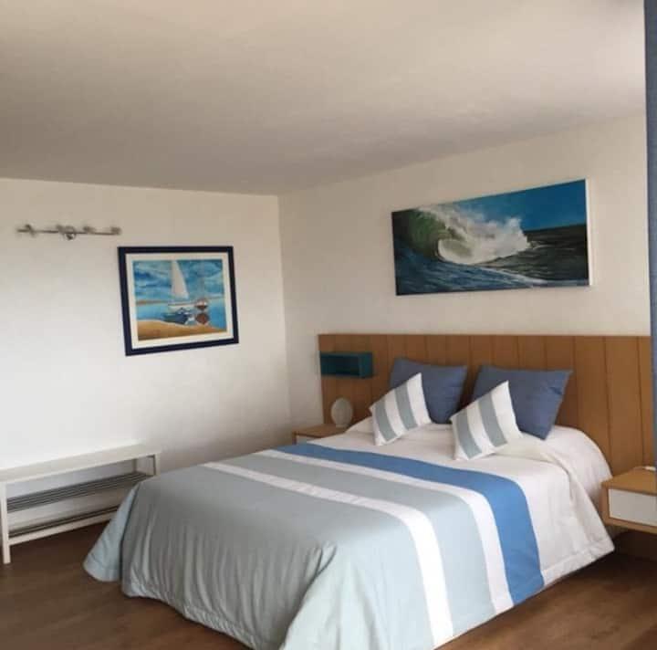 Chambre bleue ,salle d'eau ,terrasse privée
