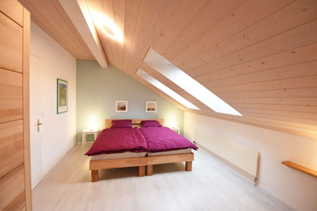 Schlafzimmer 1 - Grosses Doppelbett