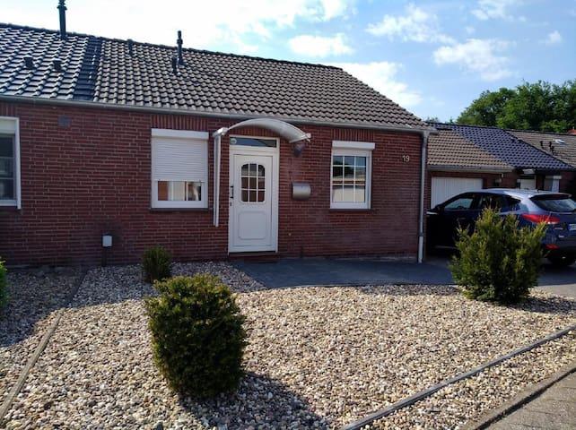 Haus am See - Ferienhaus Gartentraum Buche an der Nordsee / Ostfriesland