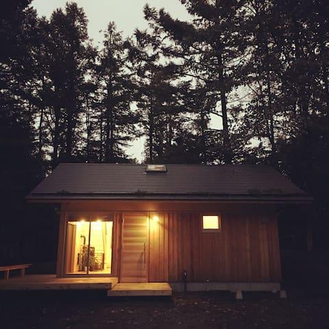 "Lake side just 2min. ""Organic""  little house"