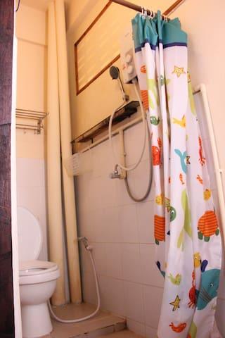 曼谷eco家 经济 实惠 曼谷市中心 小巷内 独立卫生间 小房 大床房 - Bangkok - Byt