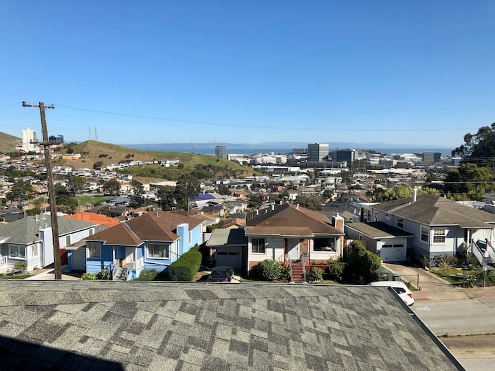 Hilltop Property | Master Suite | Quick Uber to SF