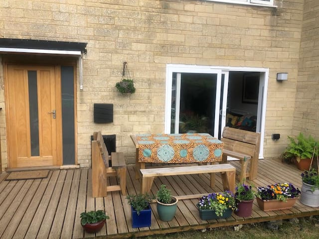 Lovely sunny 4 double bedroom home