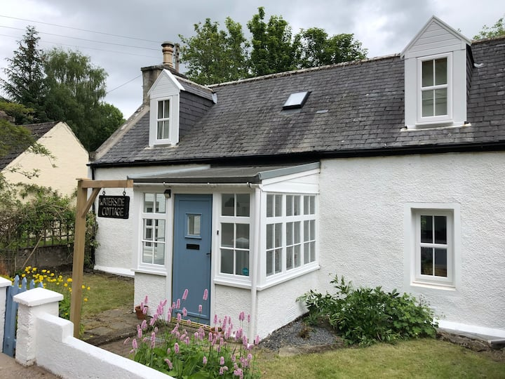Charming Riverside Cottage in heart of Speyside