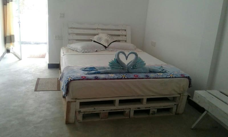 Room with pallets bed.