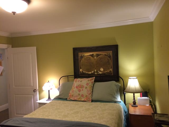 Private Queen Bedroom suite NYC & Bergen County