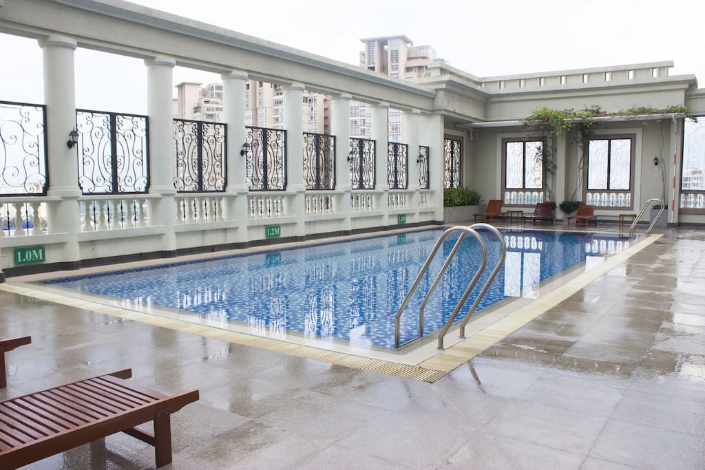 Free swimming pool on the rooftop