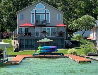 Lakefront home on beautiful Simonton Lake