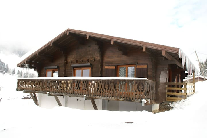 Pleasing Holiday Home in Les Gets near Ski Area