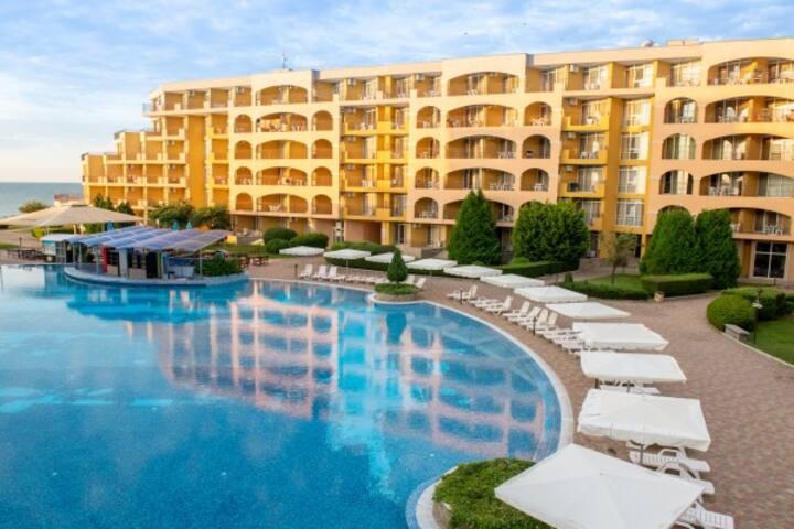 Аренда апартаментов в отеле у моря. Болгария.