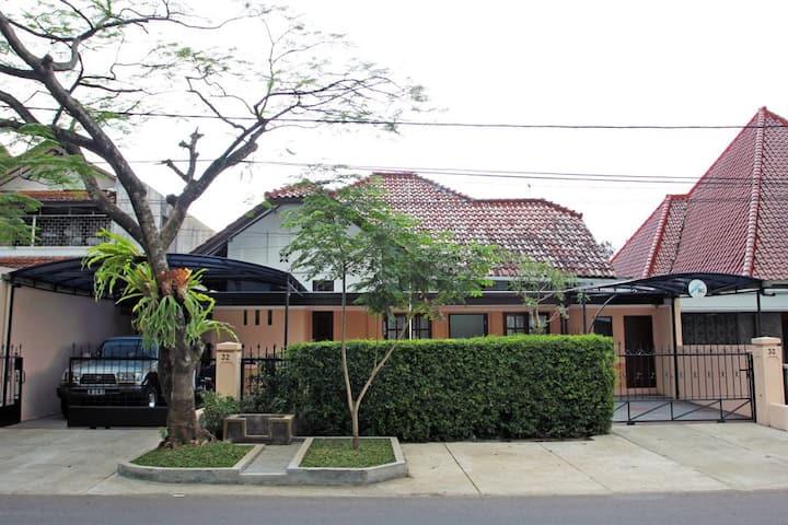 Rumah Resik Room No. 2 (PRVT BTHRM, Good Location)