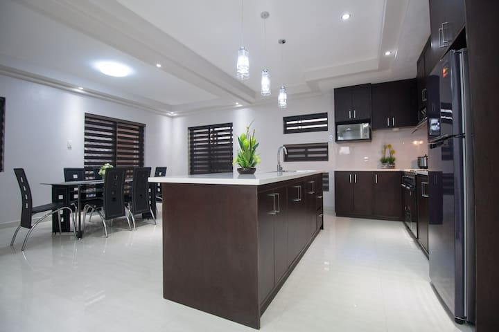 CLA Townhouse - Acacia View - 3 BR - Angeles - Townhouse