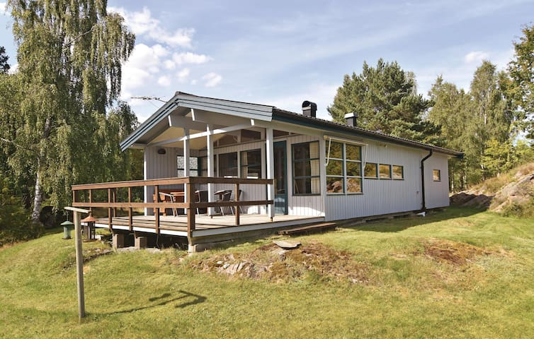 Holiday cottage with 2 bedrooms on 67m² in Prässebo
