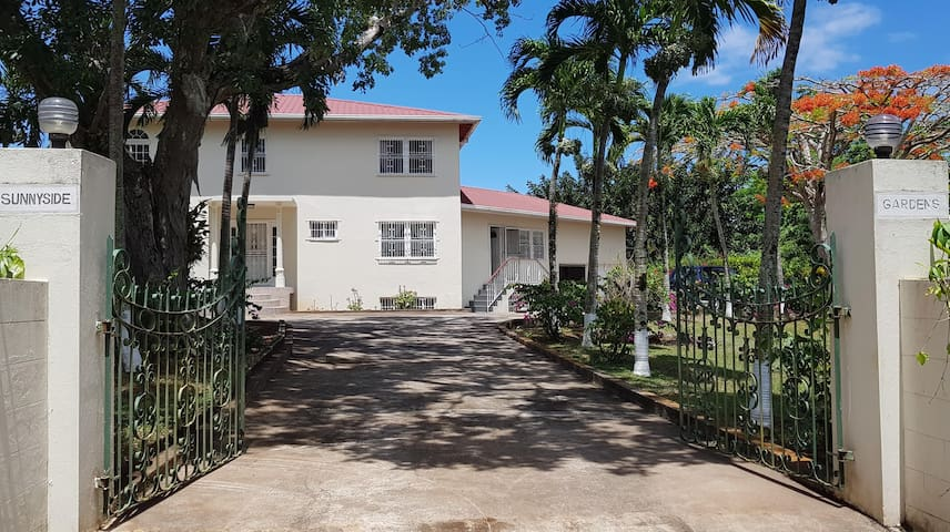 Sunnyside Gardens..Ocho Rios vacation home