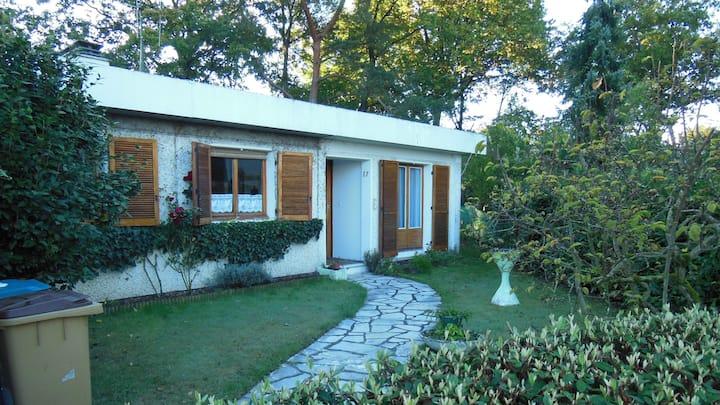 Maison 2 chambres meublées et jardin calme