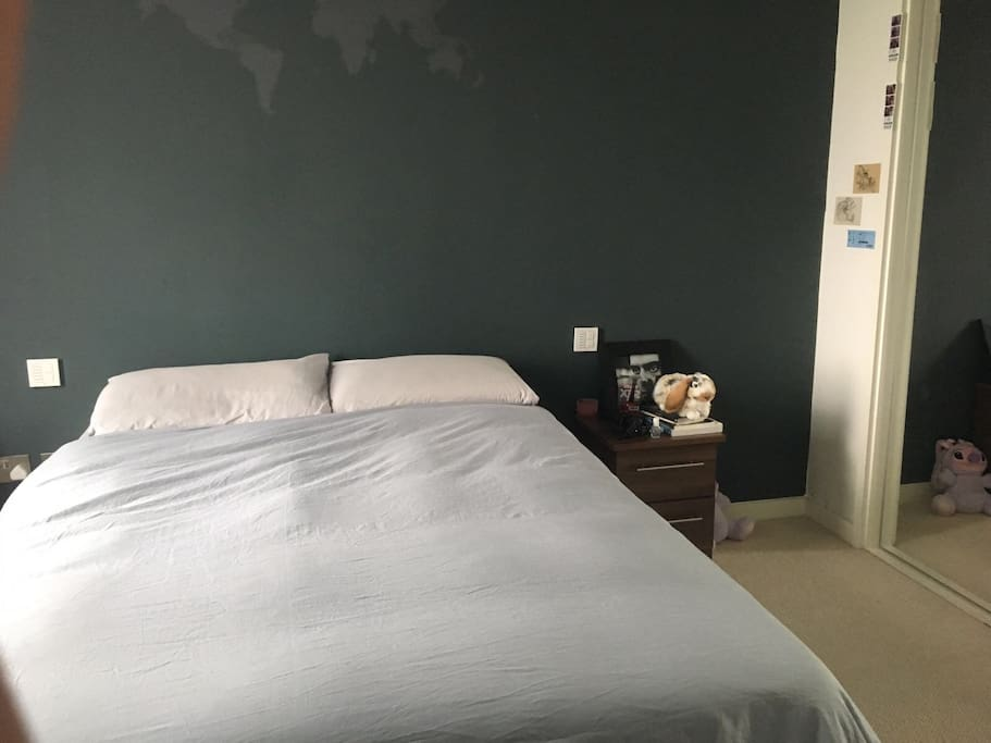 Private spacious double bedroom with ensuite batroom and cabinet in a shared stunning flat