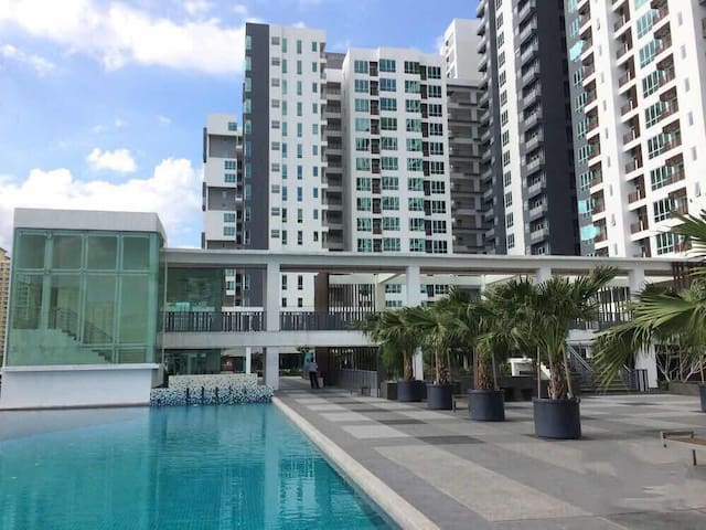 小区环境优雅 设有免费健身房、游泳池