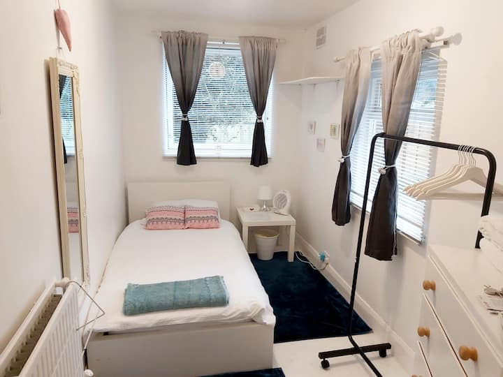 Close to central  london cosy ground flr flat .