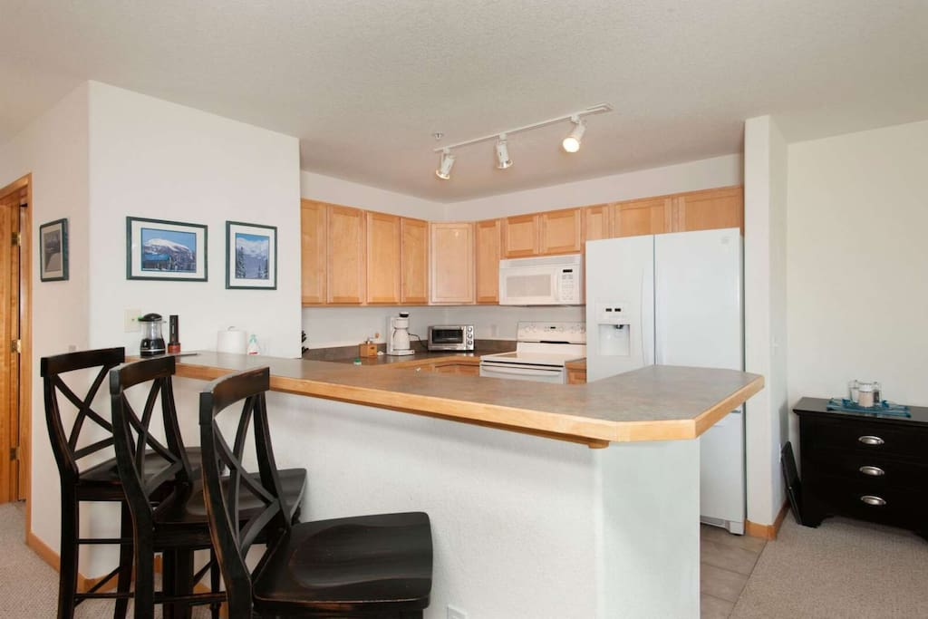 Spacious Fully Stocked Kitchen To Make Your Family Holiday Meals