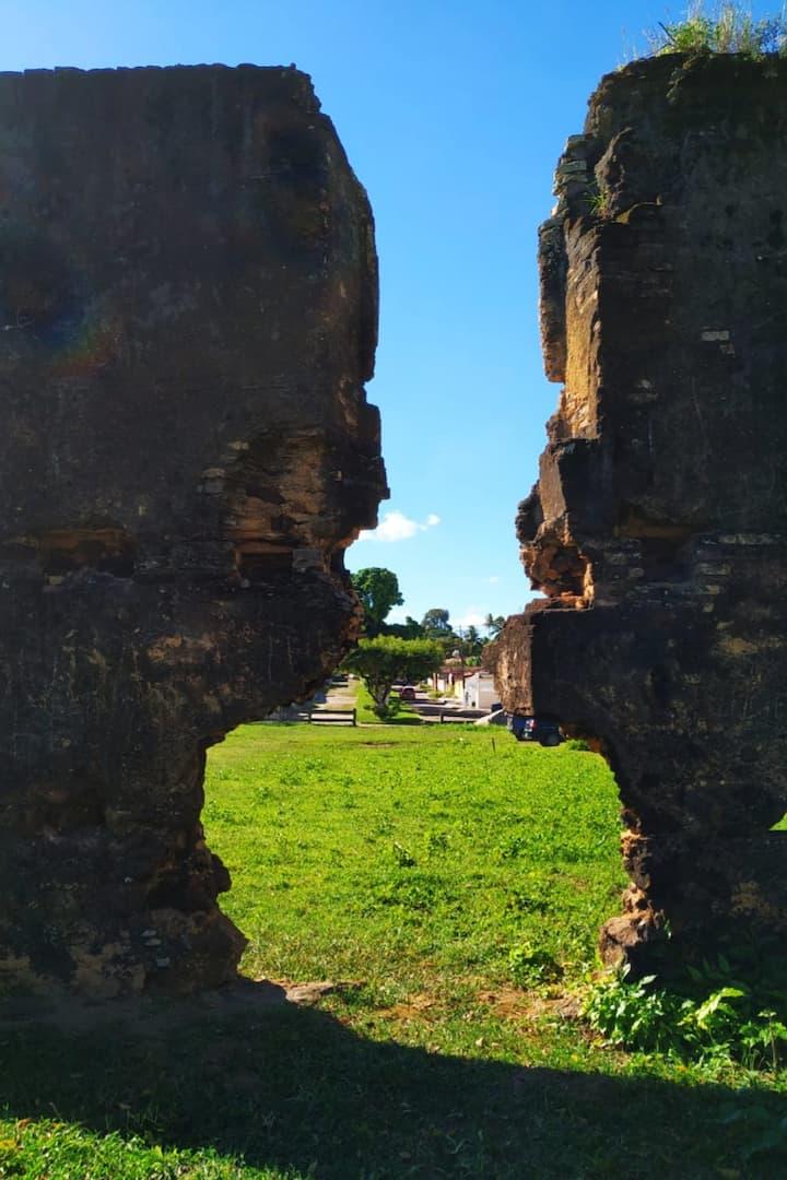 A primeira imagem é ilustrativa ruínas.