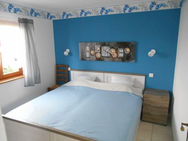 L'Orchidée bleu(Linge de lit+Towel+Ménage en sup)