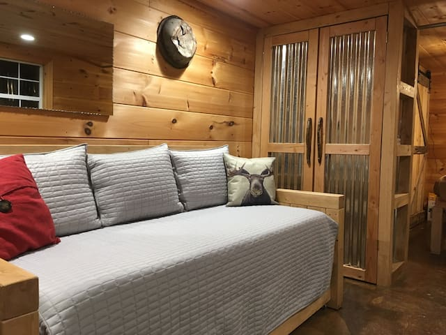Trundle Daybed with two twin mattresses