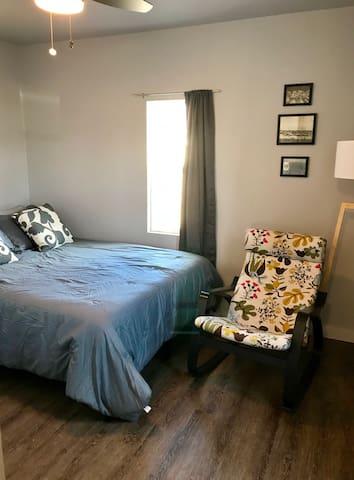 ROOMY BEDROOM WITH QUEEN SIZE BED