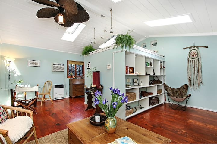 Magical Bungalow- Walk to Universal (Studio City) - Los Angeles - Bungaló