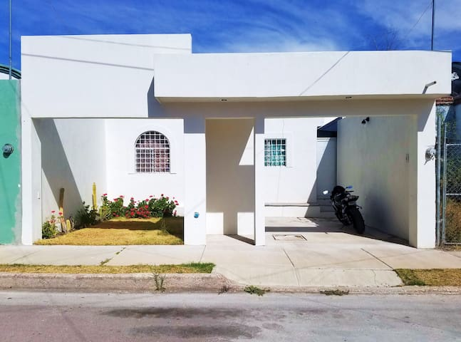 EXCELENT BEAUTIFUL AND CLEAN HOUSE SAN MARCOS FAIR - Paseos de Aguascalientes - Rumah