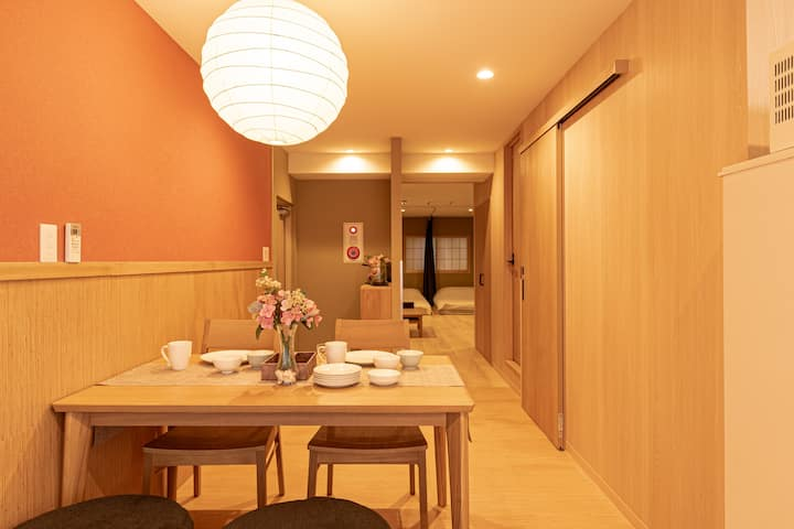 Luxury Japanese apt for 7 / 2 stops to Shinjuku!