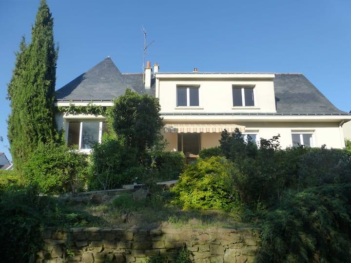 Avrillé/Angers : maison calme avec parc clos !!!