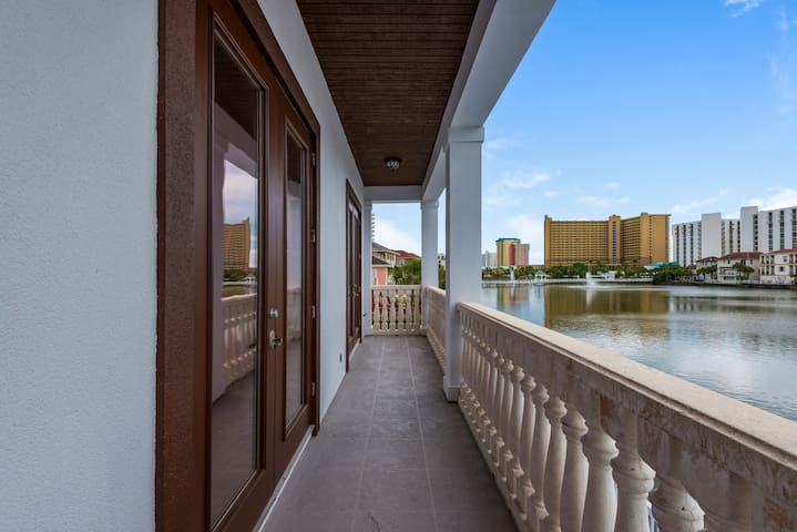 Mojo's three stories of lakeview and oceanview balconies with no sight or sounds from busy highways enable you to soak in the sun and decompress in the salt air.