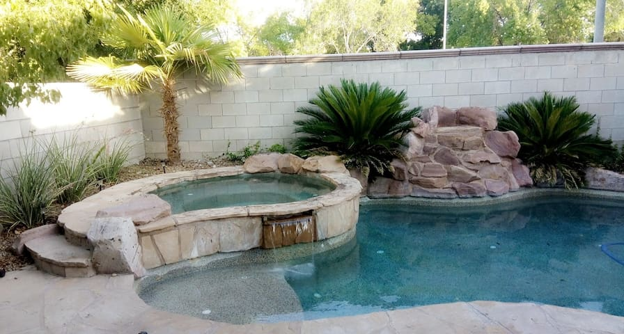 Relaxing house only 15 minutes from the strip
