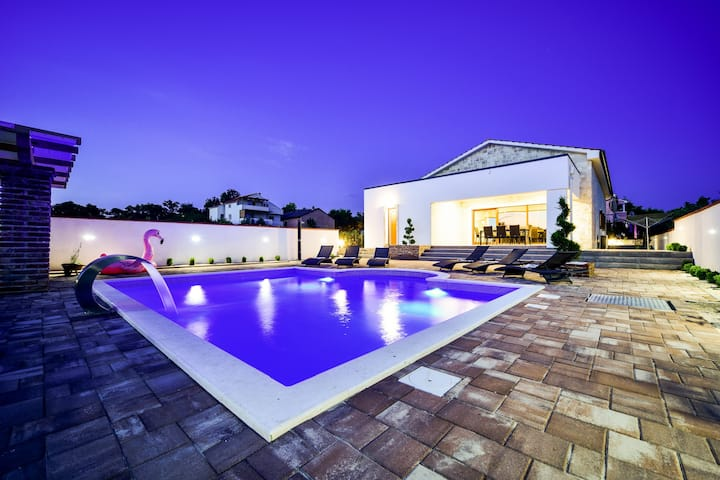 Villa Mery (heated  swimming pool & sauna)