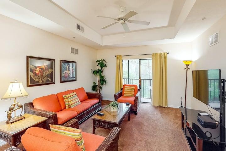 3rd floor condo w/ gym, pools, balcony, hot tub, sauna, near theme parks