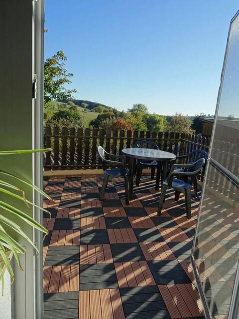 80 m² EG Wohnung mit eignen Kamin und Balkon.